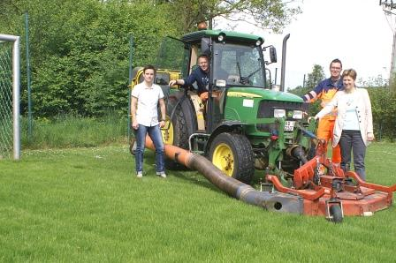 Neuer Rasen für den Bolzplatz