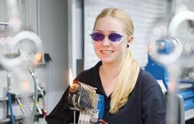 Interview: Lisa Weisenstein (16) über die Ausbildung zur Glasapparatebauerin