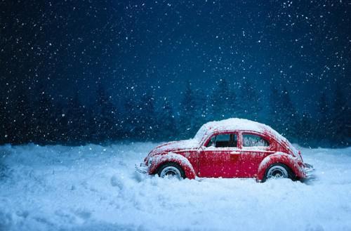 Autofahren bei winterlichen Straßenverhältnissen