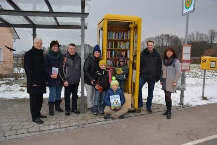 Die Bücherzelle ist jetzt in Weiherdorf