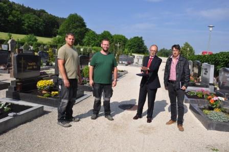 Nachbesserung bei Wegen auf dem Teublitzer Friedhof