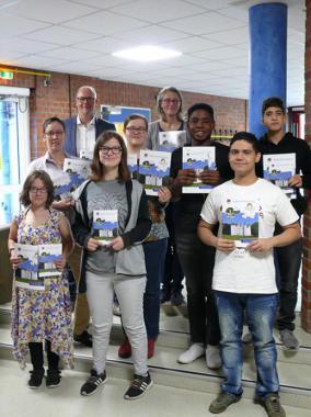 Neue Informationsbroschüre der Stadt Ahrensburg erstmals auch in Leichter Sprache