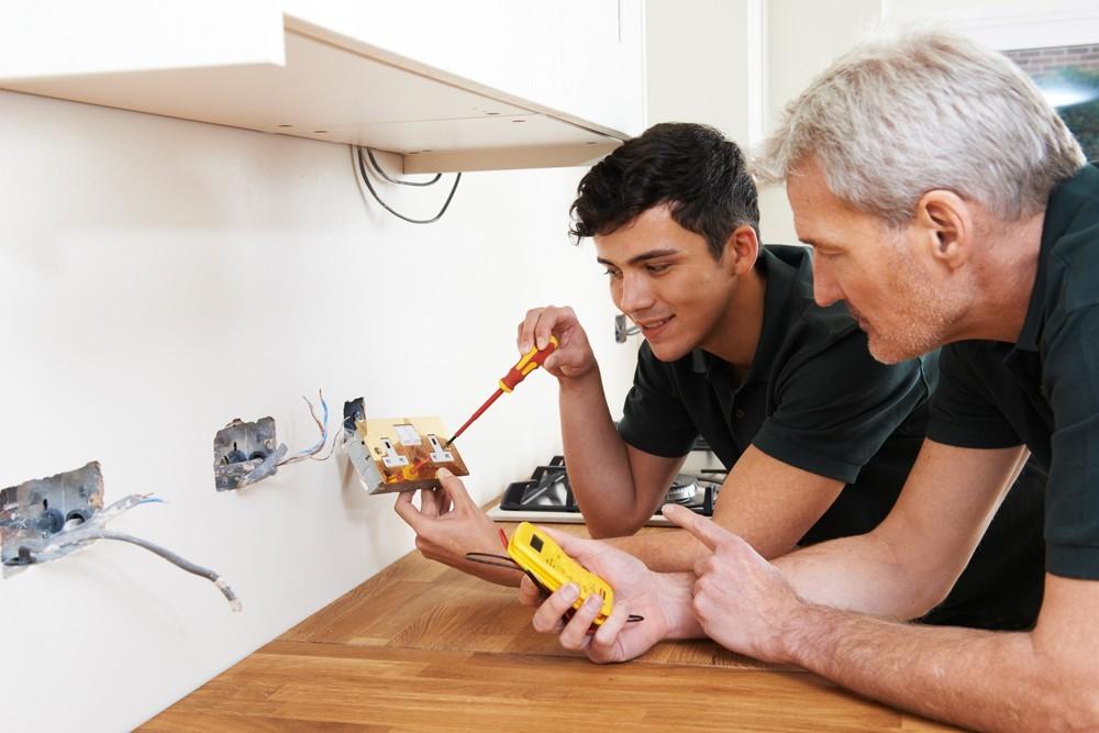Berufsbereich Elektroberufe: Elektroniker/-in mit Fachrichtung Betriebstechnik